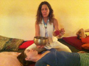 """ריברסינג עם קערות טיבטיות - כל יום שני בשעה 20:00 במרכז טיליה לרפואה משלימה - מיכל ברז""""ל כהן"""